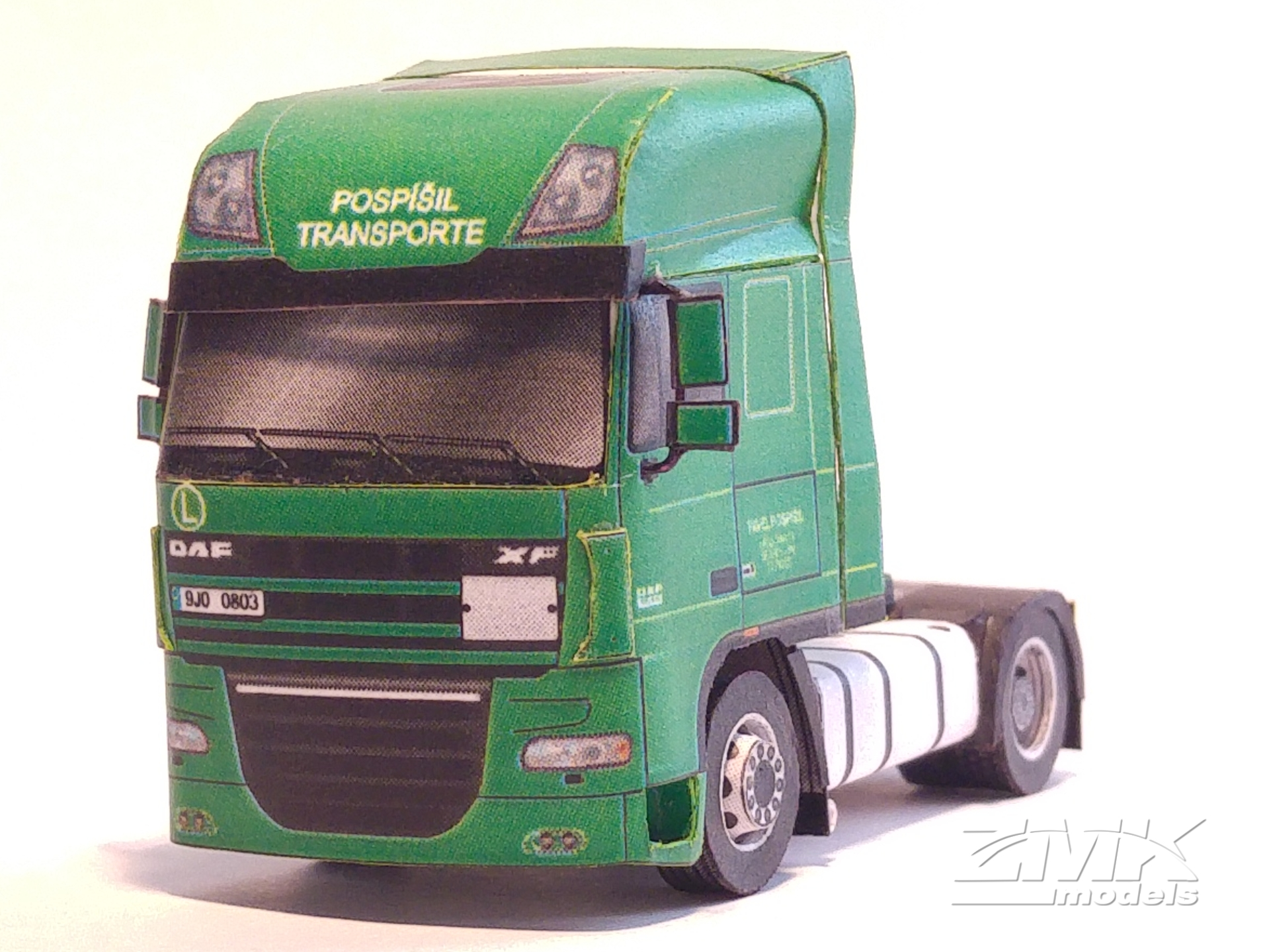 Papercraft imprimible y armable del Trailer DAF XF 105 SSC. Manualidades a Raudales.